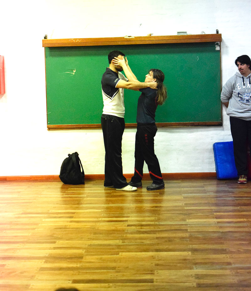 Taller-de-defensa-personal-en-la-Univ-Cordoba-02